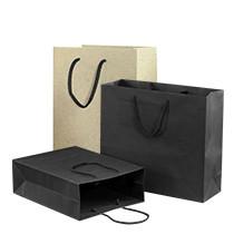 Papieren zakken en herbruikbare draagtassen